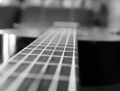 Rétrospective sur le guitariste et chanteur écossais Midge Ure