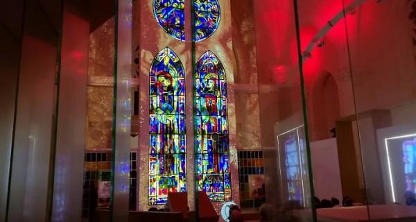 Vendée Vitrail à l'église Saint Hilaire